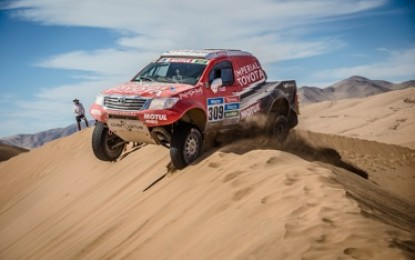 Toyota Hilux 2nd & 3rd on Dakar at half-way stage
