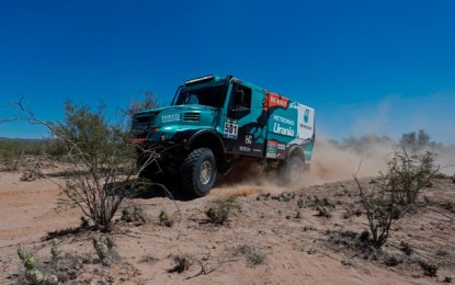 Iveco's De Rooy manages his Dakar lead sensibly