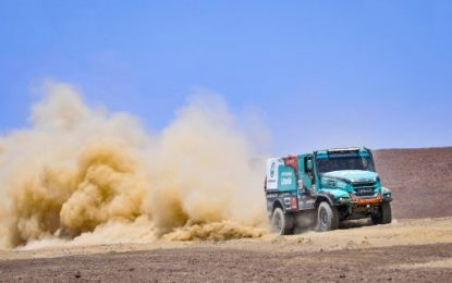 Dakar SS8 De Rooy Iveco reduces the gap on Kamaz, but not enough