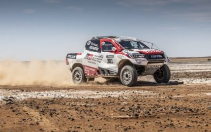 Fernando Alonso tests Toyota's Dakar-Winning Hilux