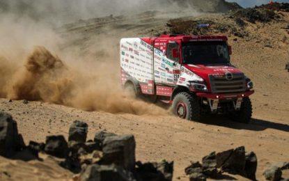 Hino & Team Sugawara battle it out on Dakar 2020